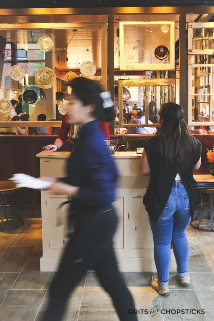 tupelo-honey-restaurant-atmosphere-3