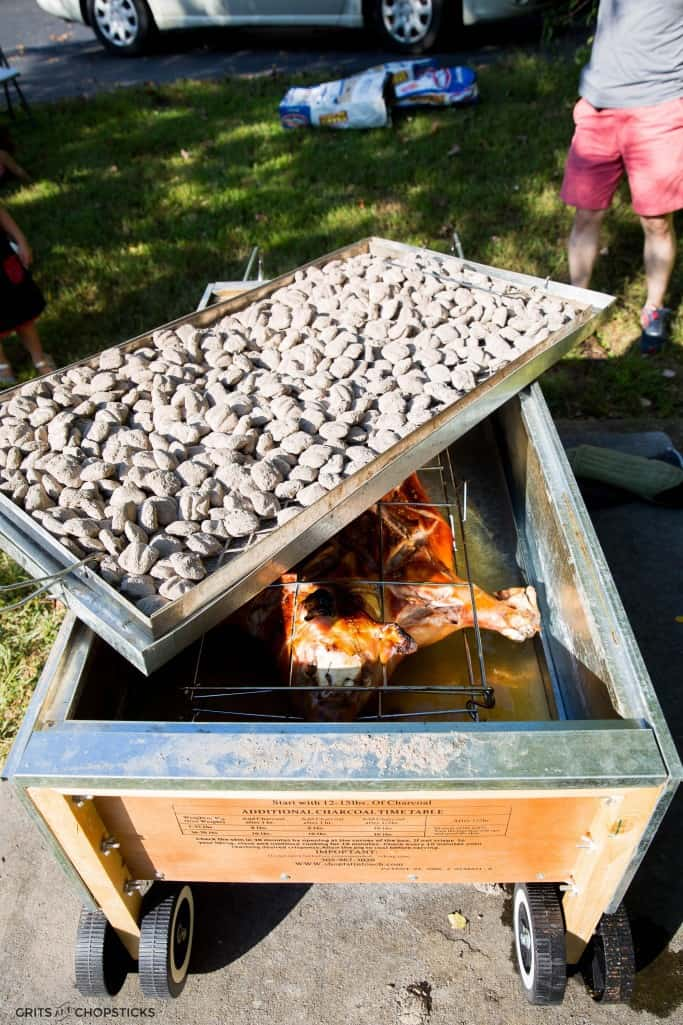 Photos of how to roast a pig in a Caja China