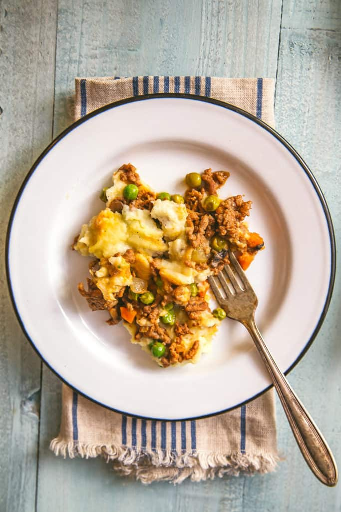 Try this Whole30 ground turkey and cauliflower cottage pie, a lighter take on a great British classic, for your next craving for comfort food! -- Grits and Chopsticks