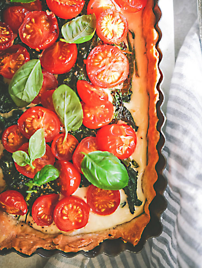 tomato tart with spinach and ricotta